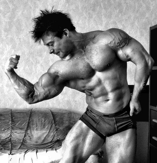 bicepsposebw.jpg